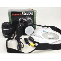 Pentax ist DS mit Objektiv (6,3 Megapixel), schwarz, gebrauchte DSLR-Kamera