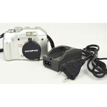 Olympus Camedia C-5000 Zoom, gebrauchte Digitalkamera (5 Megapixel), silber